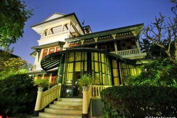 Chakrabongse Villas Bangkok villa