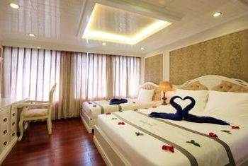 Signature Ha Long Cruise bedroom