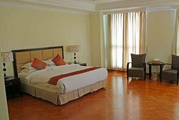 Mawlamyaing Strand Hotel Room