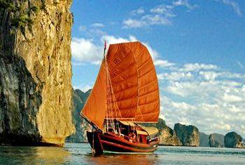 Princess Junk Halong Bay cruising on the bay