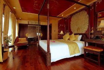 Violet Cruise bedroom