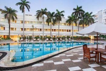 The Claridges - India Pool