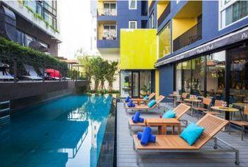 LiT Bangkok Hotel & Residence Pool