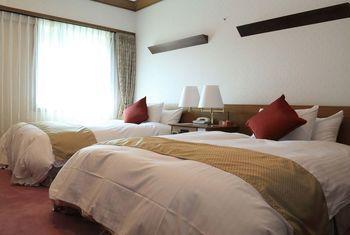 Kurashiki Kokusai Hotel bedroom