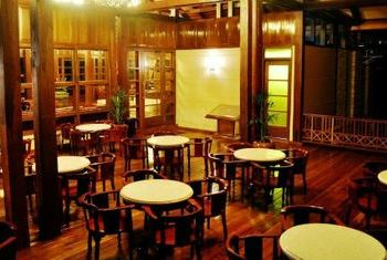 Hotel Pyin Oo Lwin tables