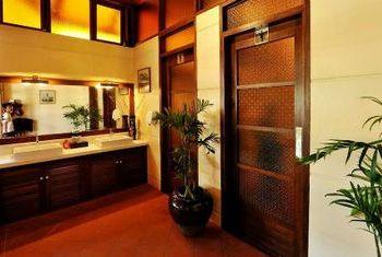 Hotel Pyin Oo Lwin bathtub