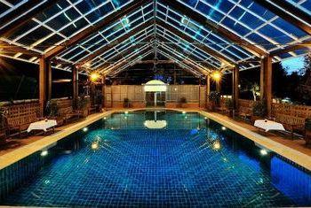 Hotel Pyin Oo Lwin pool