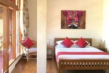Loikaw Lodge Room