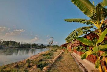 Riverside @ Hsipaw Resort by the river
