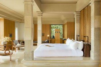 Amanjiwo bedroom