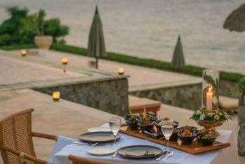 Amankila Dining Table