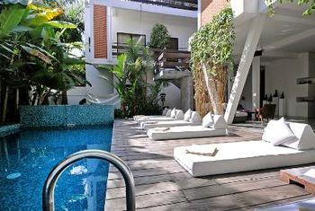 Viroth's Hotel Siem Reap Pool 2