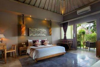Mathis Retreat bedroom