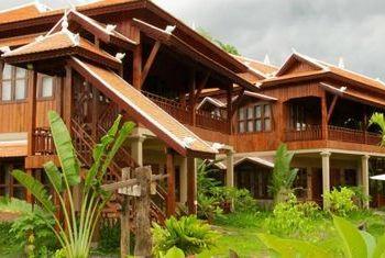 Maison Wat Kor Suits
