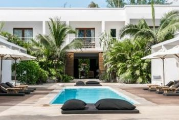 Tamu Hotel Outdoor Pool 1