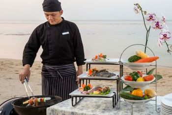The Sea Boutique Koh Samui Eating on the beach