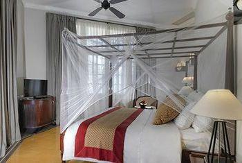 Azerai La Residence bedroom
