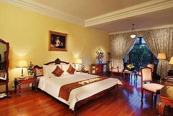 Saigon Morin In the Room