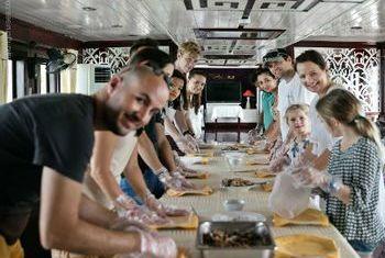Paloma Cruise buffet