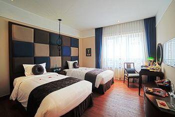 Hanoi La Siesta Hotel & Spa bedroom