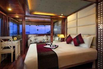 Paloma Cruise bedroom