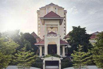 Sofitel Phnom Penh Phokeethra Building