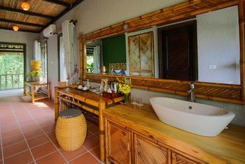 Mai Chau Ecolodge Bathroom