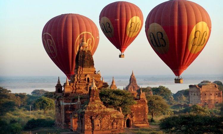 Hot Air Balloon in Bagan ? Myanmar