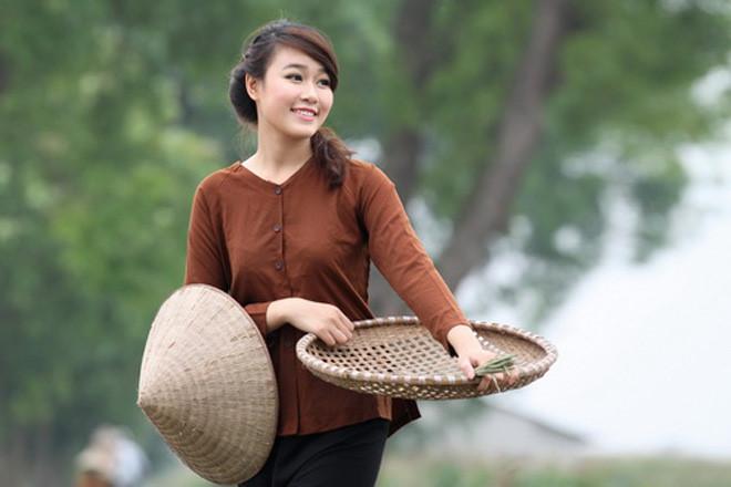 Yem (bibs) and Ao ba ba (Vietnamese silk pajamas)