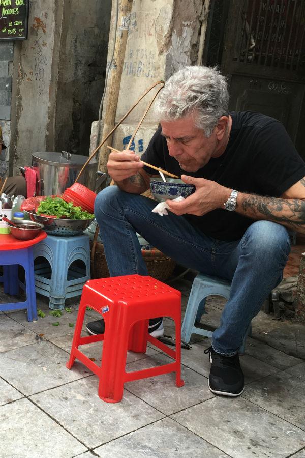 Vous Pouvez Maintenant Suivre Les Traces d'Anthony Bourdain Au Vietnam Avec Un Voyage Dédié à Son Héritage
