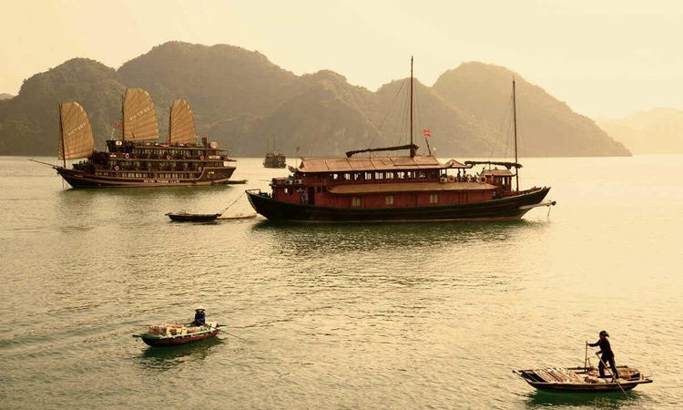 What To Expect on a 2D1N cruise shore excursion on Lan Ha Bay?