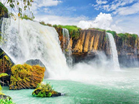 Be stunned by Ban Gioc Waterfall