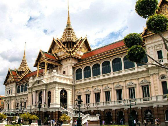 Visit The Grand Palace & Wat Prakeaw