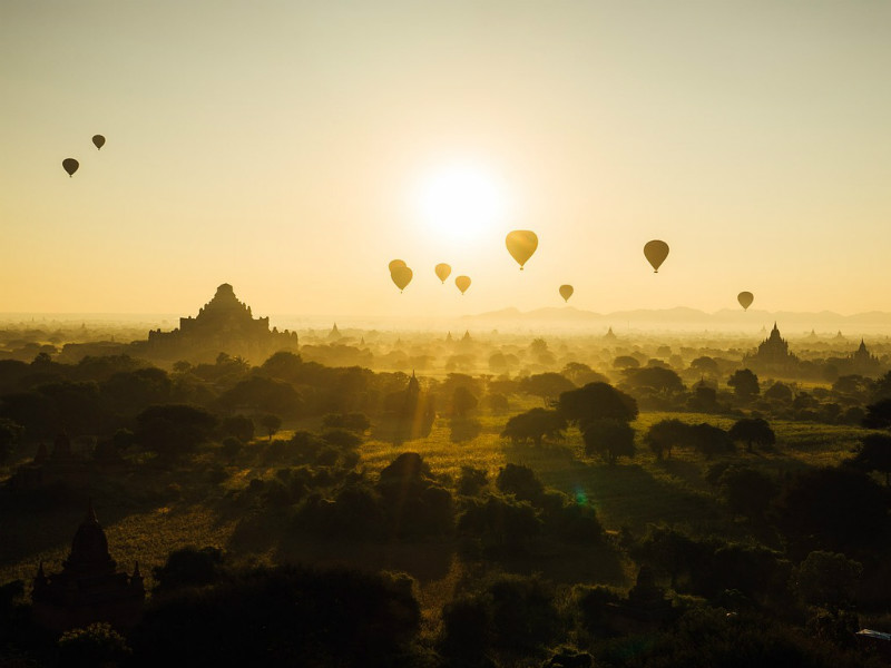 A good day beginswith balloons floating over Bagan