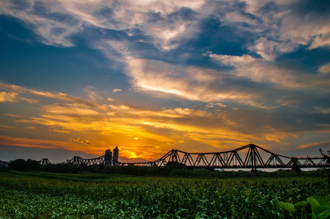 /uploads/images/userfiles/2015/09/long-bien-bridge-sunset.jpg