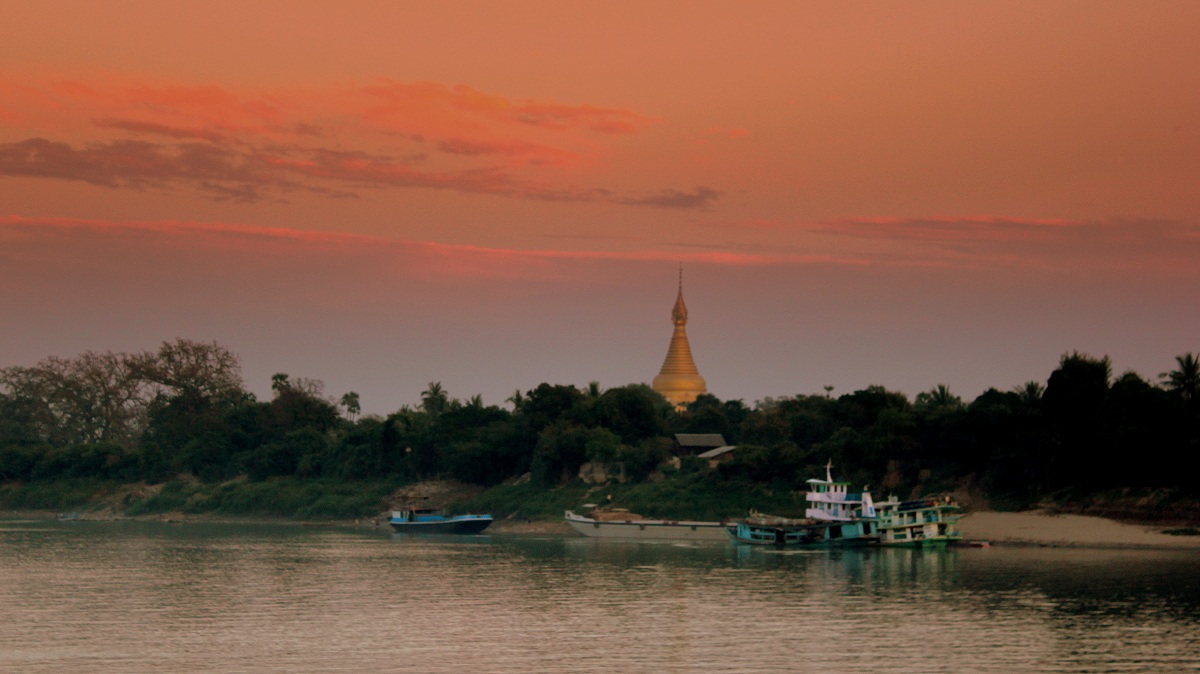 river-cruising-on-the-irrawaddy-sagaing-near-mandalay-irrawaddy-river-ferry-journey