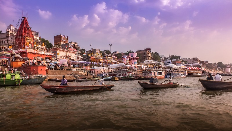 Boat_ride_on_the_Ganges_Varanasi_India