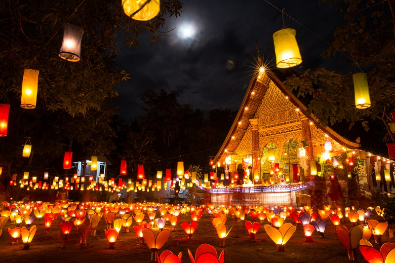 Festival-of-Light-at-night-in-Luang-Prabang
