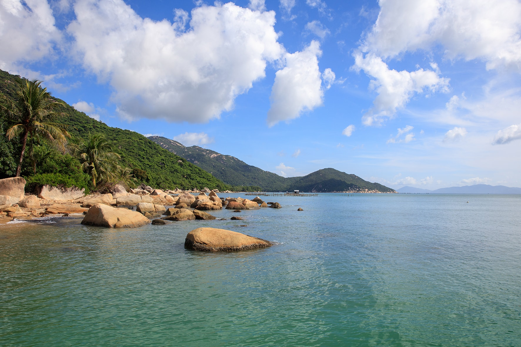 Located on Ninh Van Bay, An Lam Retreat prouds of its clear water and smooth golden sand