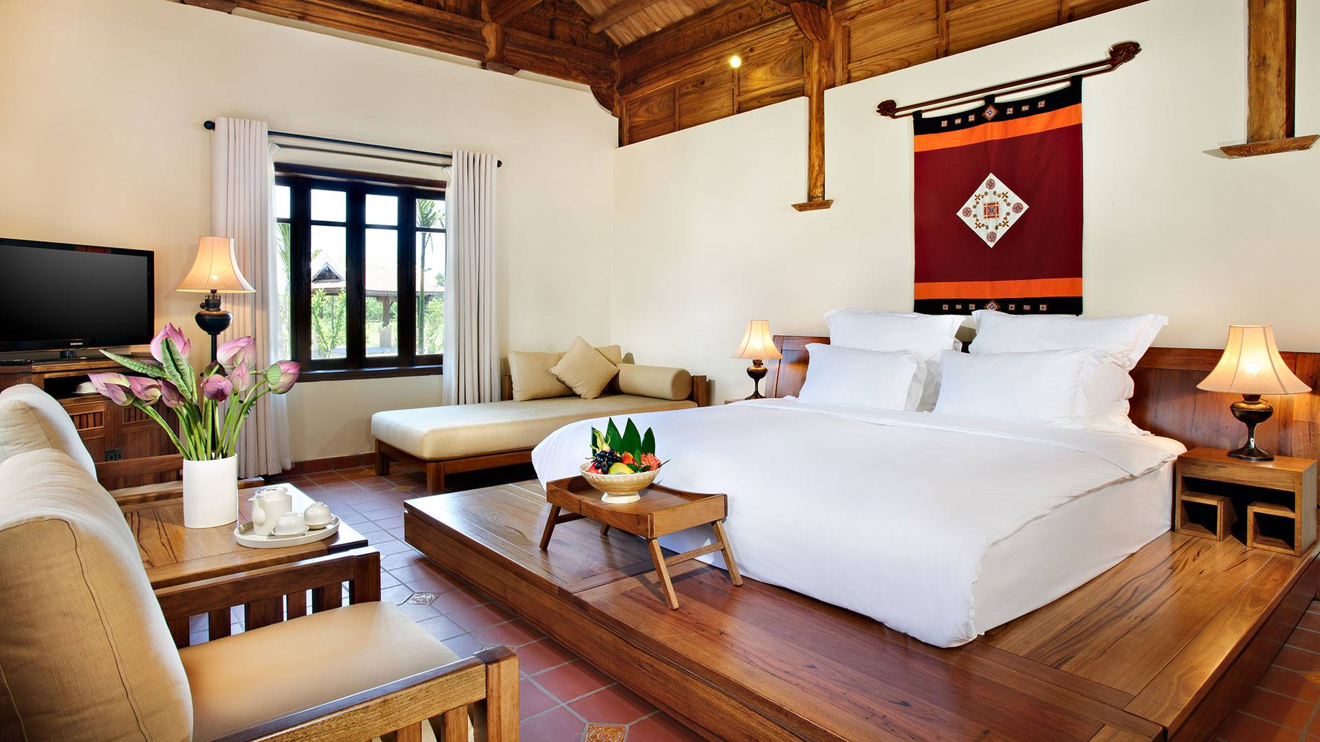 The resort boasts a total of 172 guest rooms from 50 to 107 square meters with wooden furniture and mountainous view