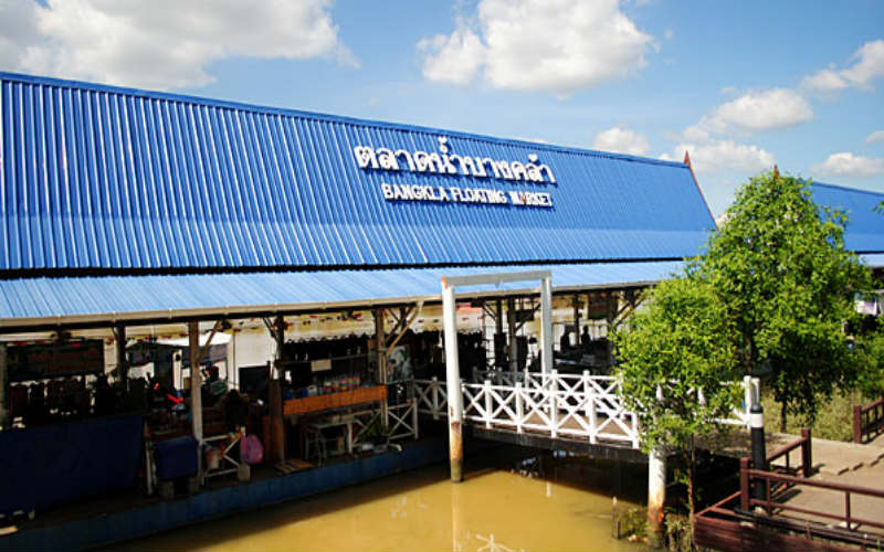 Bang Khla floating market