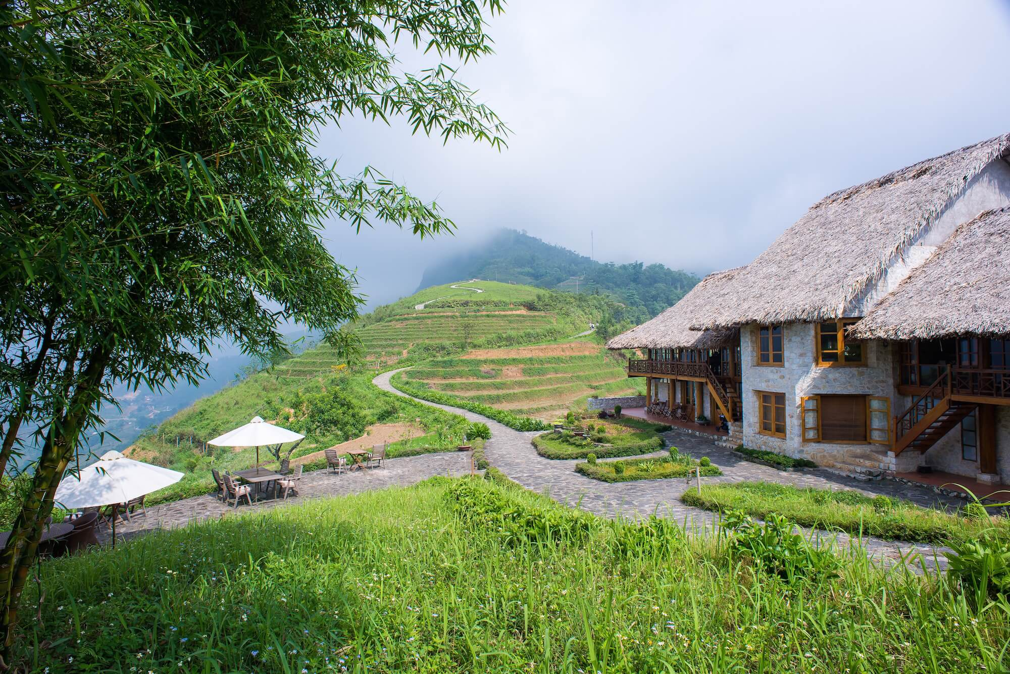 33 white granite bungalows of the Topas are roofed with palm leaves overlooking the lush mountain and rice fields.