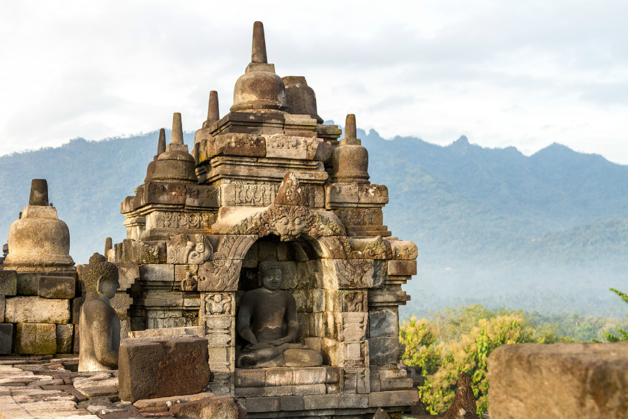 It is one of the greatest Buddhist monuments in the world with more than 500 Buddha statues are perched around the temple