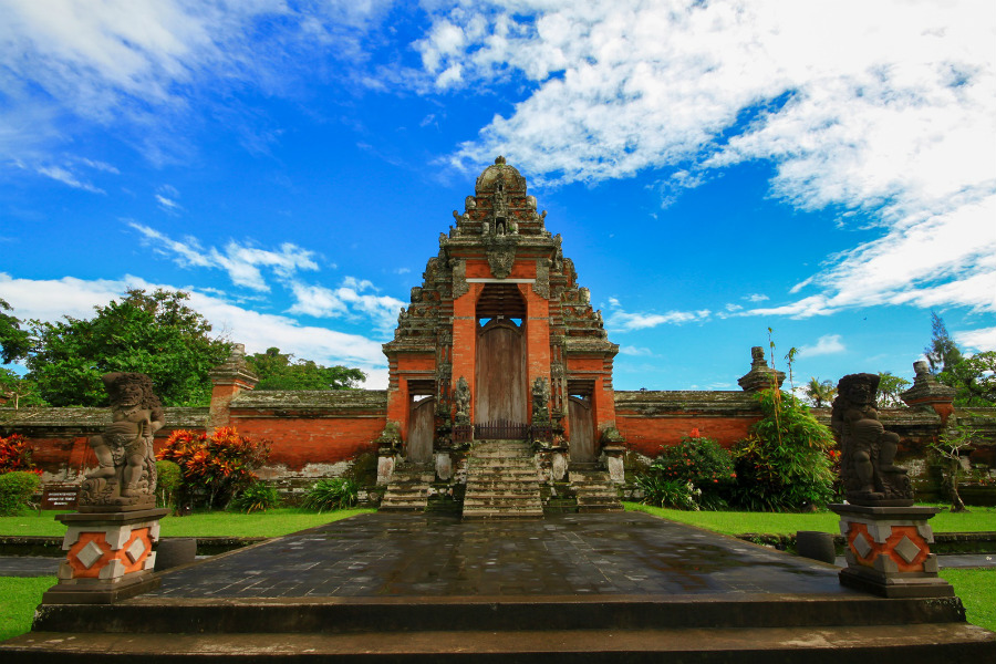 Royal Water Temple Pura Taman Ayun was the main temple of the Mengwi Kingdom. It was built in the 17th century...