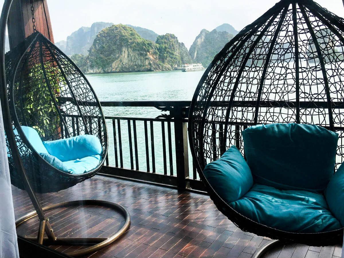 What makes it more relaxing than sitting on the egg-shaped hammocks from the Queen Suite admiring the beauty of the bay?