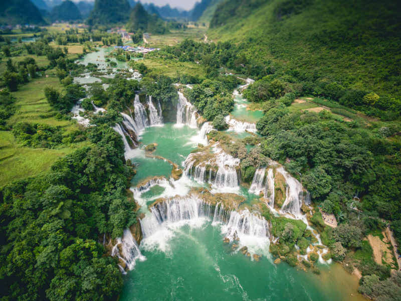 Thanks to the terrain diversity and annual monsoon season, Vietnam is home to numerous magnificent waterfalls