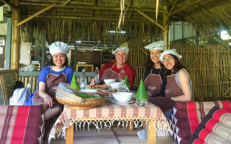 Nhung and her friend with two other travelers were at the cooking class