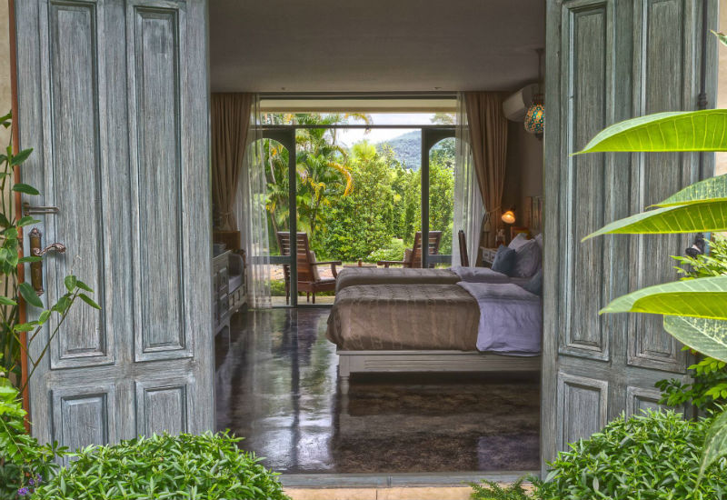 Reverie Siam conjures up daydreams of a bygone era, defined by romance and elegance