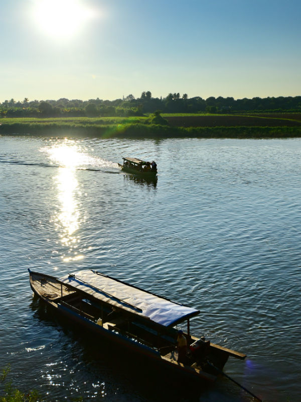 Set off a boat journey along the Dokhtawaddy River