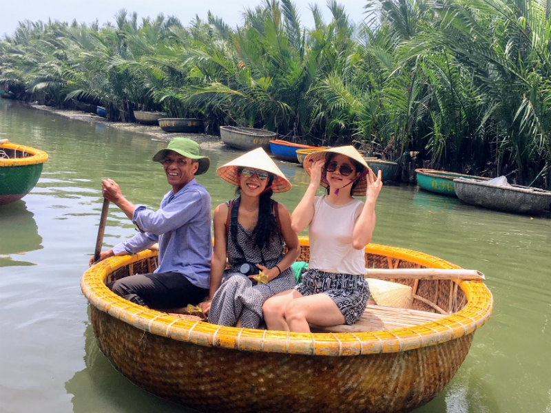 A bamboo baskettook us to thewater coconut forest in Cam Thanh Village